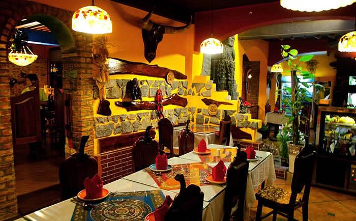 Nhà hàng Latino ngõ 12 Núi Trúc không gian 1