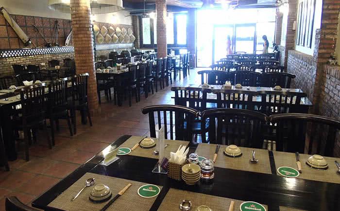 nhà hàng Nón Lá 19 Nguyễn Đình Chiểu không gian 1
