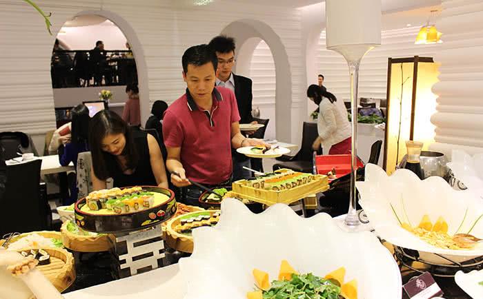 Lý do nên tổ chức tiệc, liên hoan ở một nhà hàng buffet ảnh 7