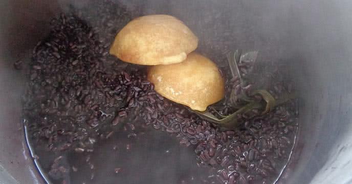 Cách nấu sữa chua nếp cẩm đơn giản mà ngon mê ly ảnh 2