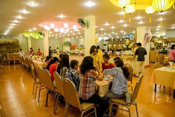 review nhà hàng buffet rồng vàng ảnh 2