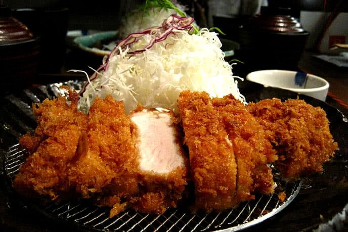 Mách bạn 10 nhà hàng Nhật Bản ngon, nổi tiếng tại TpHCM ảnh 2