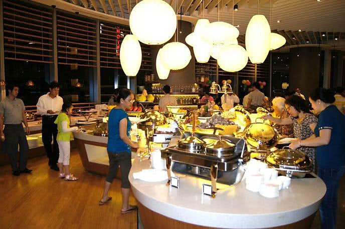 Top 10 nhà hàng buffet trưa ngon nên thử ở quận 1 ảnh 2