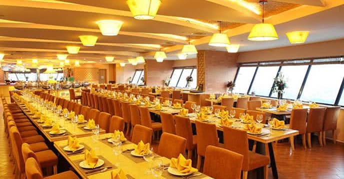 ngắm không gian đẹp như dát vàng của nhà hàng ngọc mai vàng tập đoàn doji 1