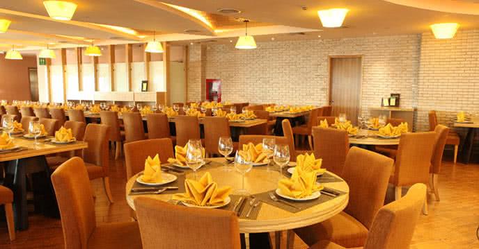 ngắm không gian đẹp như dát vàng của nhà hàng ngọc mai vàng tập đoàn doji 2