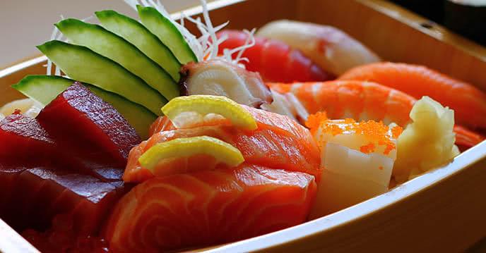 Học cách ăn sashimi đúng với đầu bếp nhà hàng chen ảnh 1