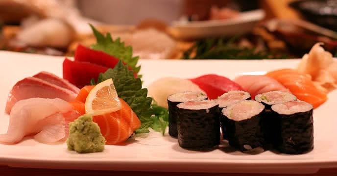 Học cách ăn sashimi đúng với đầu bếp nhà hàng chen ảnh 2
