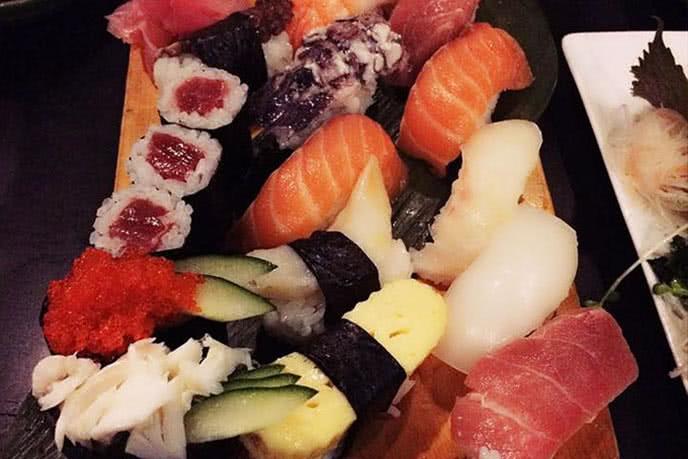 Top 10 nhà hàng sushi ngon, nổi tiếng ở Sài Gòn ảnh 1