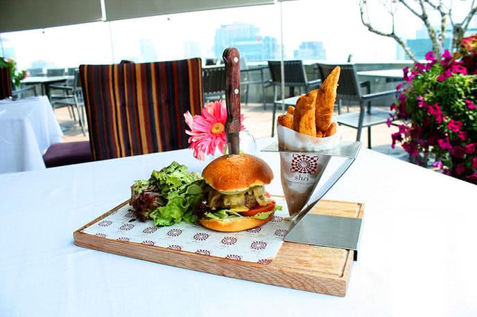Top 5 nhà hàng nổi tiếng được yêu thích nhất Sài Gòn  ảnh 2