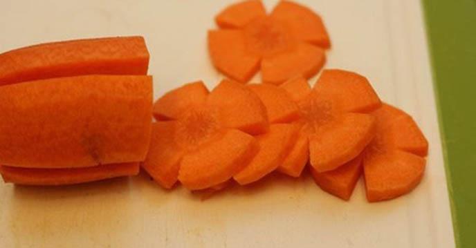 cách làm gà om nấm - cà rốt tỉa hoa