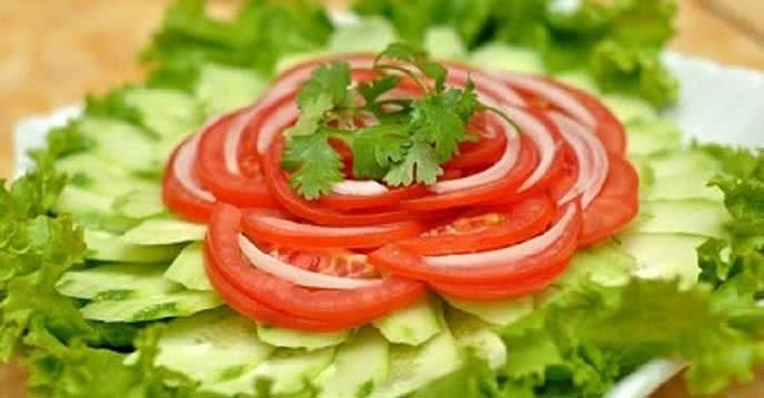 Cách làm salad cà chua dưa chuột 1