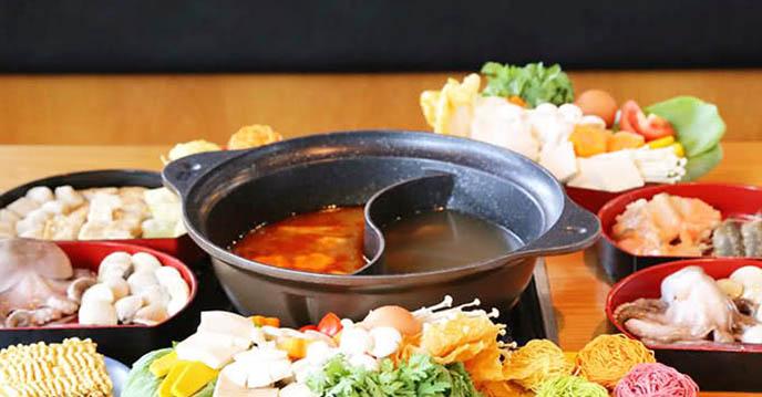 Cách làm sushi chiên giòn - lẩu tại nhà hàng Tokyo Ginza Koma Buffet băng chuyền