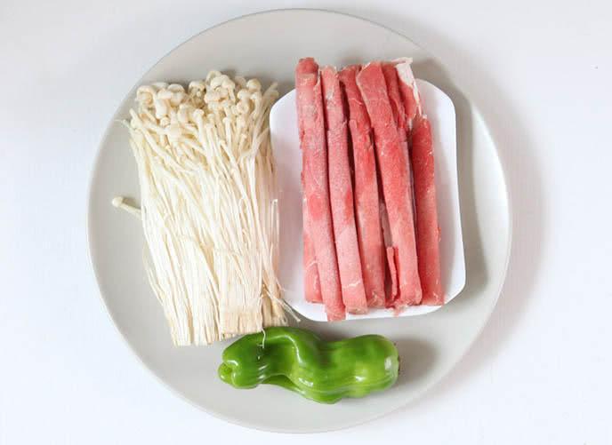 Cách làm thịt bò xào nấm kim châm 1