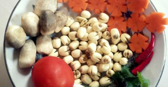nguyên liệu - cách nầu canh nấm hạt sen