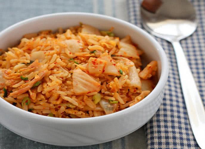 Hô biến cơm nguội thành món cơm rang kim chi nổi tiếng