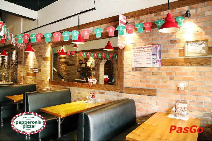 Không gian mang đậm hơi hướng mộc mạc ấm cúng tại Pizza Pepperonis Hà Đông