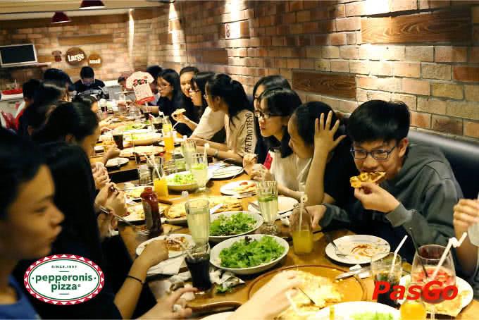 Không gian trẻ trung, thoải mái của Pizza Pepperonis Hà Đông