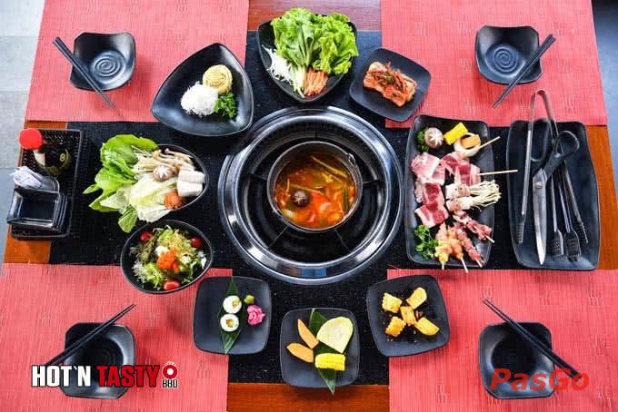 Hot N Tasty Láng Hạ phục vụ lẩu với 5 vị nước đa dạng cho bạn lựa chọn