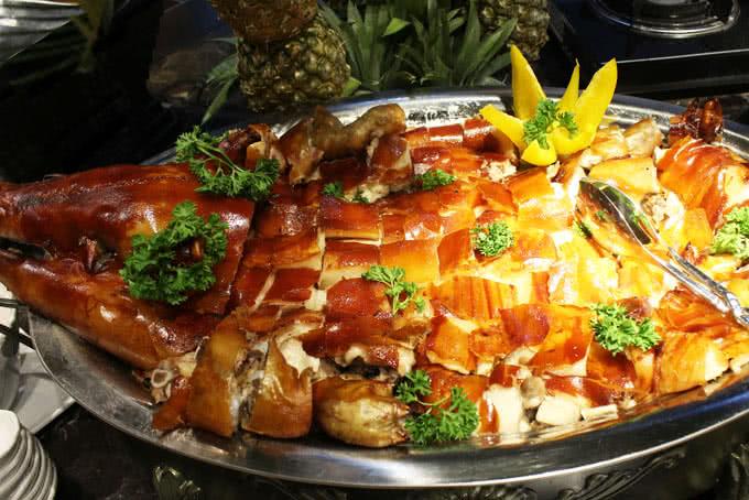 Thịt lơn nướng của buffet bay hoàng ngân