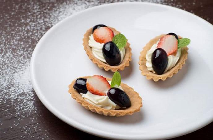 Những món bánh tráng miệng hấp dẫn buffet bay hoàng ngân