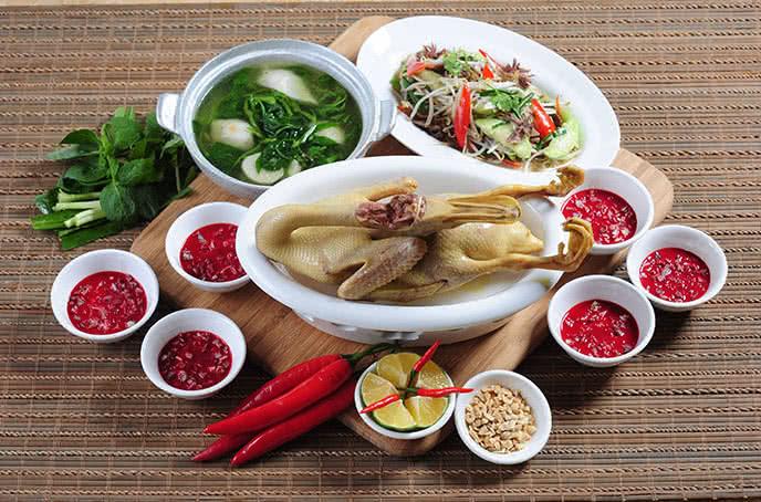 Nhà hàng Sơn Cầm - Văn Cao - Nơi tụ hội sản vật từ biển khơi đến rừng núi
