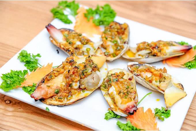 nhà hàng thế giới hải sản 18 dương đình nghệ 11 Tu hài nướng mỡ hành béo ngậy tại Thế Giới Hải Sản Dương Đình Nghệ