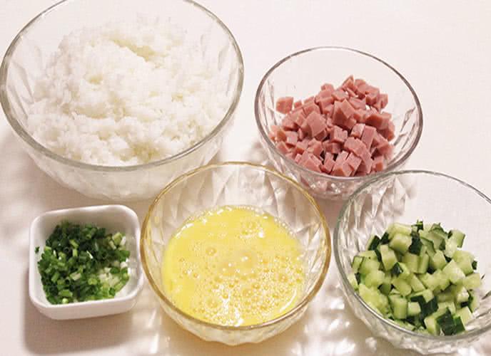 Cách làm cơm rang thập cẩm ngon như ngoài hàng   Món Miền Trung